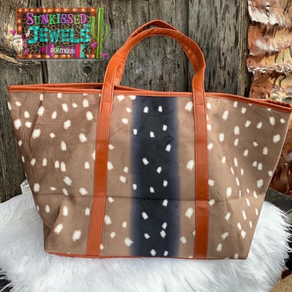 Handbags - ✨New✨Deer Print Tote!